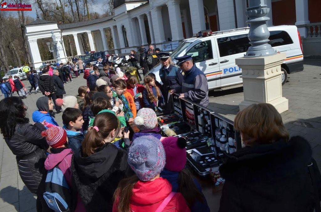 La multi ani, Poliția Română!
