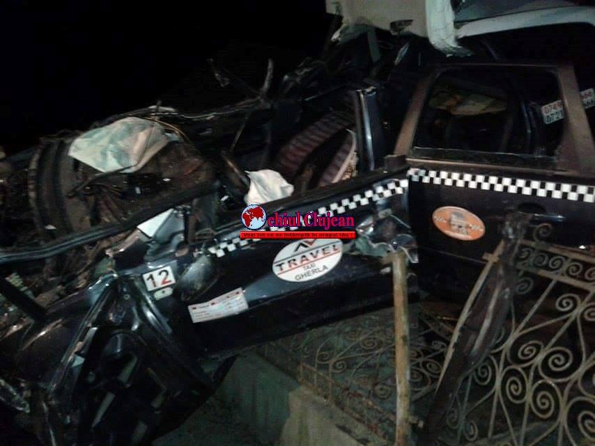 Accident GRAV la Fundătura! Un șofer a zburat cu mașina pe gardul unei case FOTO