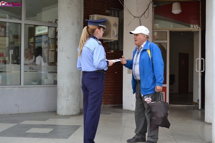 """Polițiștii clujeni acționează în cadrul campaniei """"NEGLIJENŢA, INVITAŢIE DESCHISĂ LA FURT"""" FOTO"""
