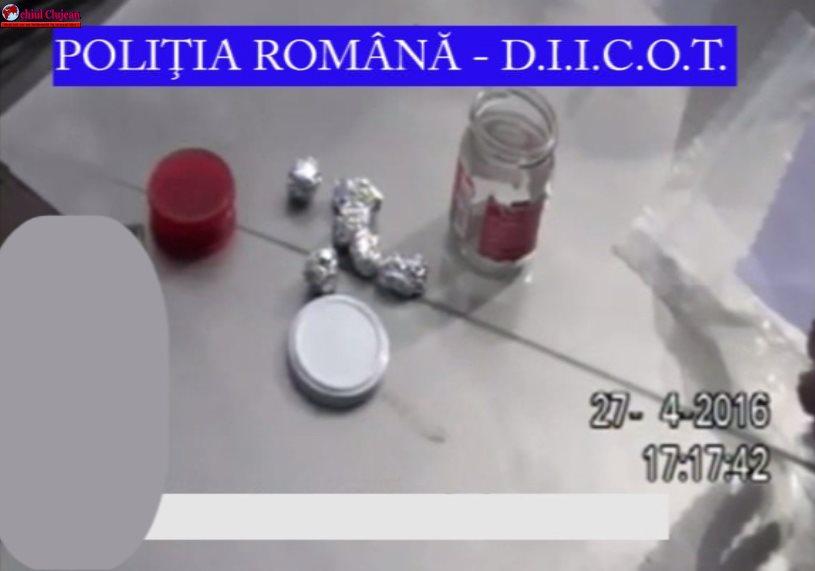 Persoane bănuite de deținere și trafic de droguri de mare risc, reținute VIDEO