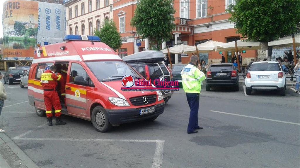 Pieton accidentat de un autoturism în Piata Unirii FOTO