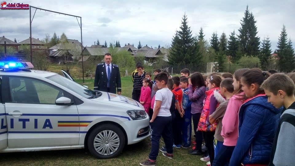 """Polițiștii clujeni implicați în proiectul """"Școala Altfel""""  FOTO"""