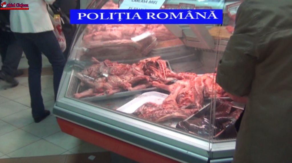 Cluj: Zeci de kilograme de carne de miel, confiscate de polițiști. Oamenii legii au aplicat amenzi de peste 32.000 de lei VIDEO