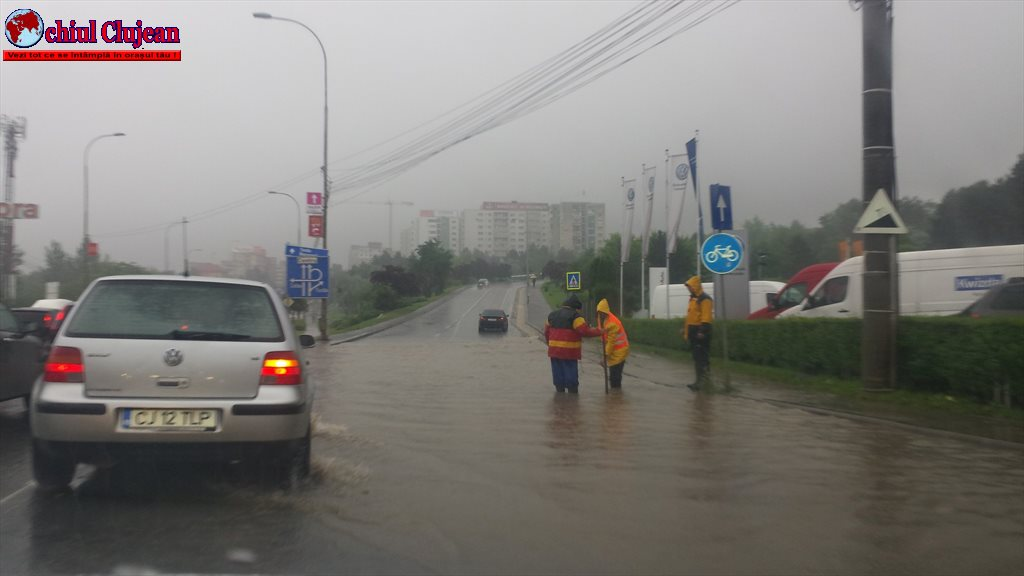 Cluj: Ploaia a blocat circulația în zona Podului N FOTO