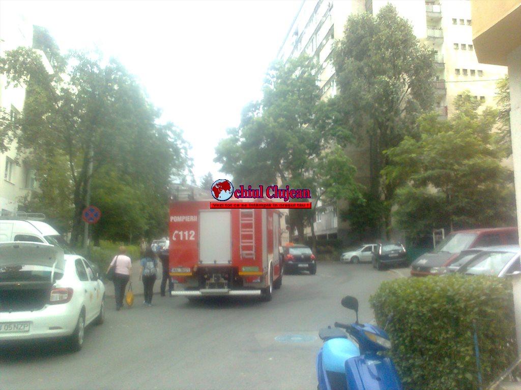 Bărbat găsit decedat într-un apartament din Mănăștur. Pompierii au intervenit FOTO