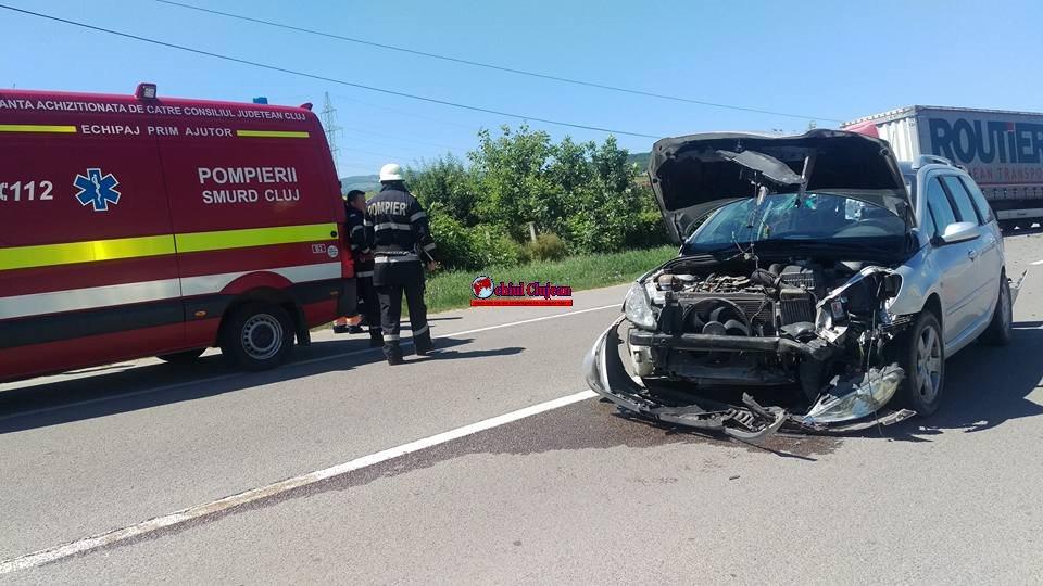 Accident GRAV între Gilău și Florești! Impact violent între un TIR și două autoturisme, trei persoane au ajuns la spital FOTO