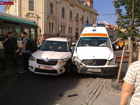 Două ambulanțe implicate în accidente în Cluj-Napoca FOTO