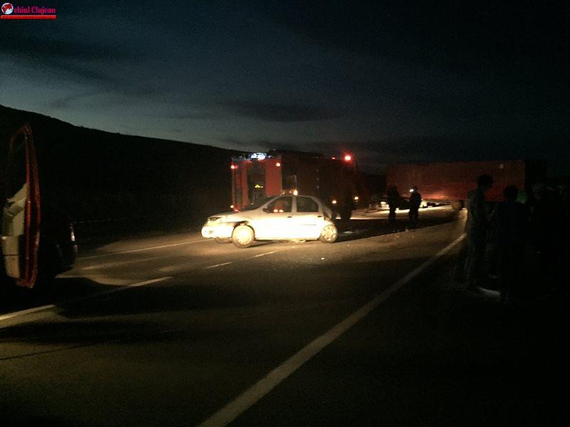 Accident în Jucu! Au fost implicate un TIR și două mașini FOTO