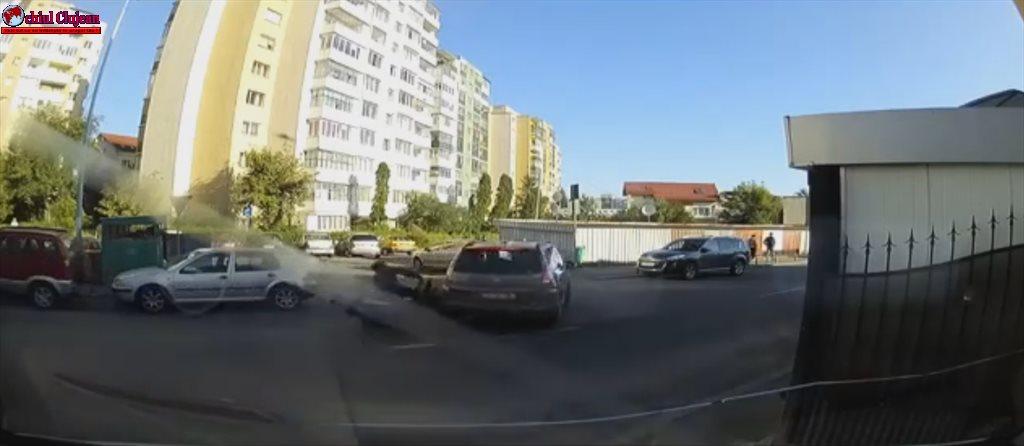 Accident FILMAT LIVE în Mănăștur  Un scuterist a intrat într-un autoturism VIDEO