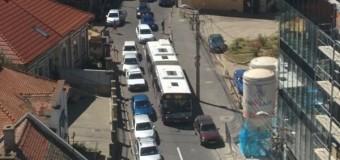 Autobuz blocat 10 minute pe o stradă din Cluj-Napoca FOTO