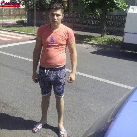 Un taximetrist a ajuns la spital după ce a fost bătut de un client. Agresorul a fugit. IL RECUNOAȘTEȚI? FOTO