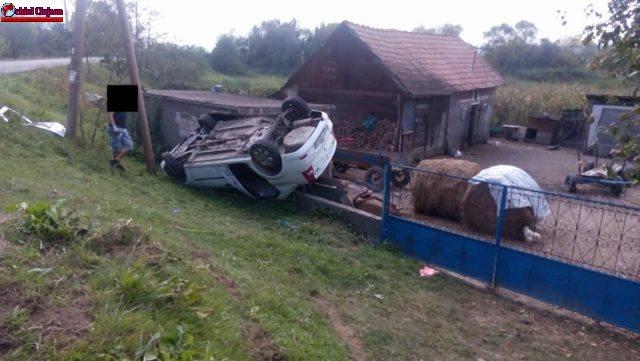 Accident la Jucu produs de un șofer beat. S-a răsturnat cu autoturismul pe gardul unui imobil FOTO