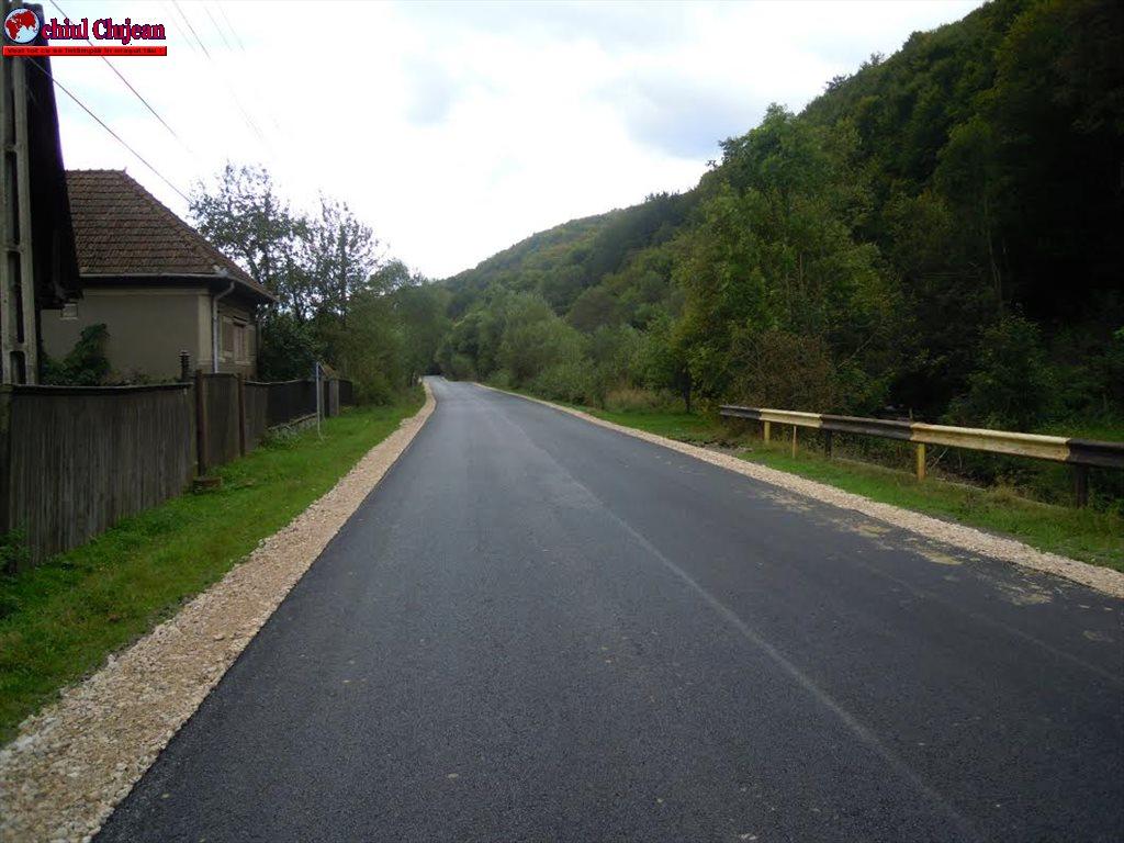 A fost finalizată asfaltarea a două sectoare ale drumului judeţean DJ 108C Mărgău – Scrind Frăsinet – Răchiţele FOTO