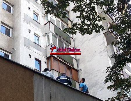 SOCANT! Un minor de 16 ani s-a aruncat de la etajul 9 al unui bloc, pe strada Calea Florești FOTO