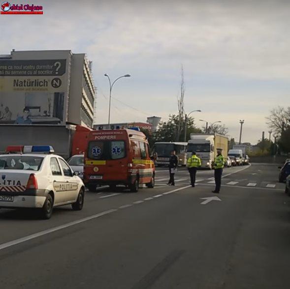 Accident lângă Dedeman! Clujean accidentat de o mașină pe trecerea de pietoni VIDEO