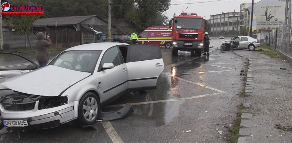 Cinci răniți  în accident la Dej, după o coliziune frontală între un volkswagen și un logan VIDEO