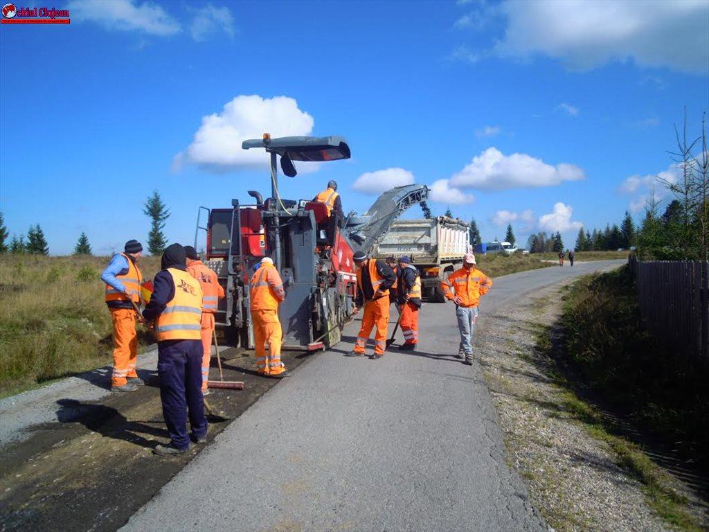Cluj: Au fost demarate lucrări de întreținere pe drumul județean 103L Râșca – Mănăstireni