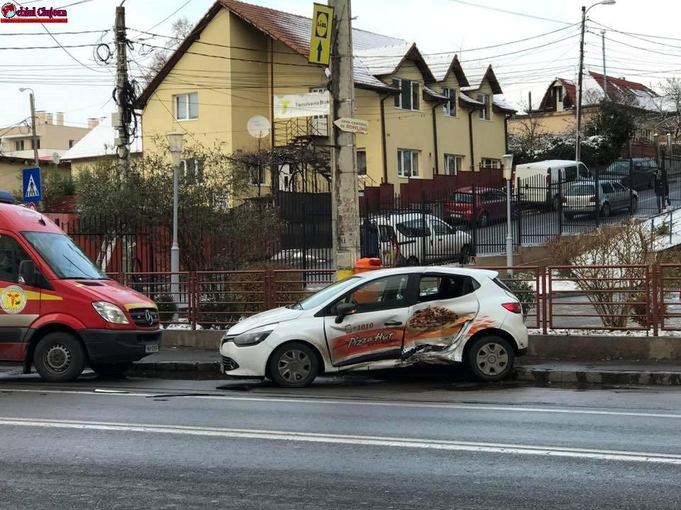 Accident în Gheorgheni! Două persoane rănite după o coliziune între două autoturisme FOTO