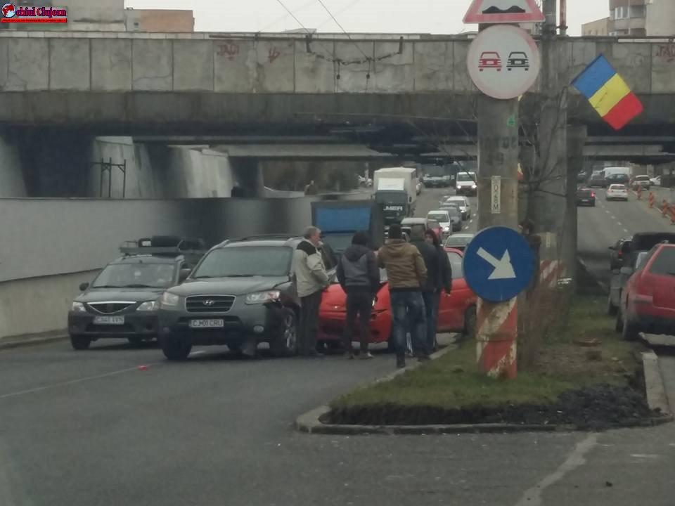 Accident pe strada Fabricii de Zahăr! 5 mașini implicate FOTO