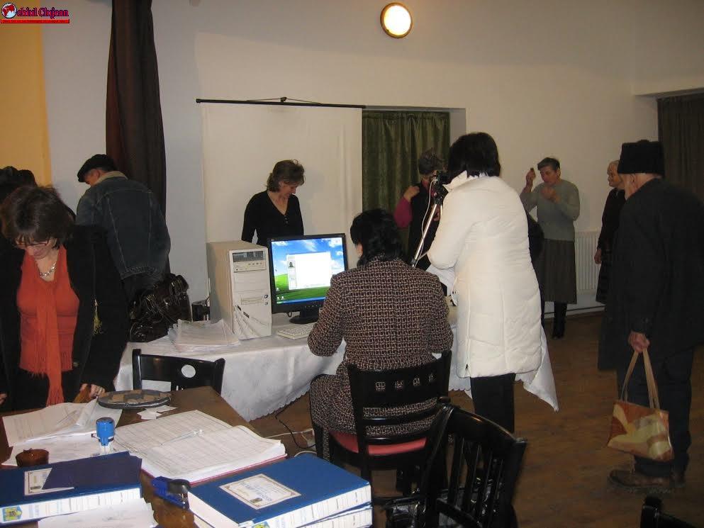 Preluarea documentelor pentru întocmirea cărților de identitate la Apahida
