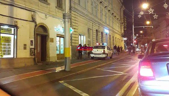 """Clujean: """"Mașină de poliție parcată pe pista de biciclete vis a vis de Sora. Cine îi va da amendă?"""" FOTO"""