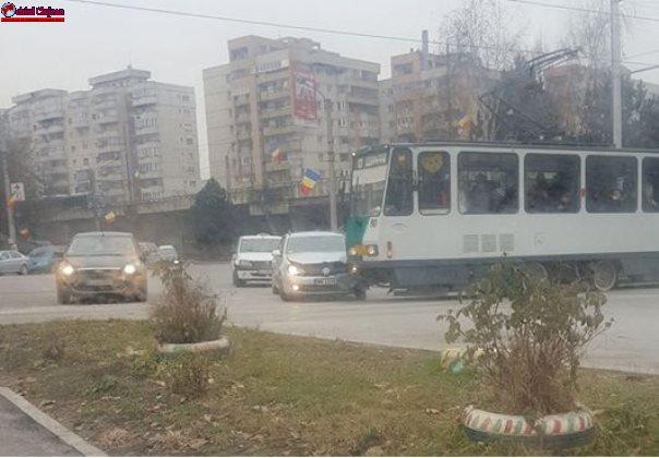 Coliziune între un tramvai și un autoturism sub podul Calvaria