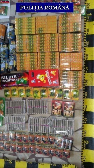 """Polițiștii clujeni au confiscat circa 9.000 de articole pirotehnice în cadrul acțiunii """"Foc de artificii"""" FOTO"""