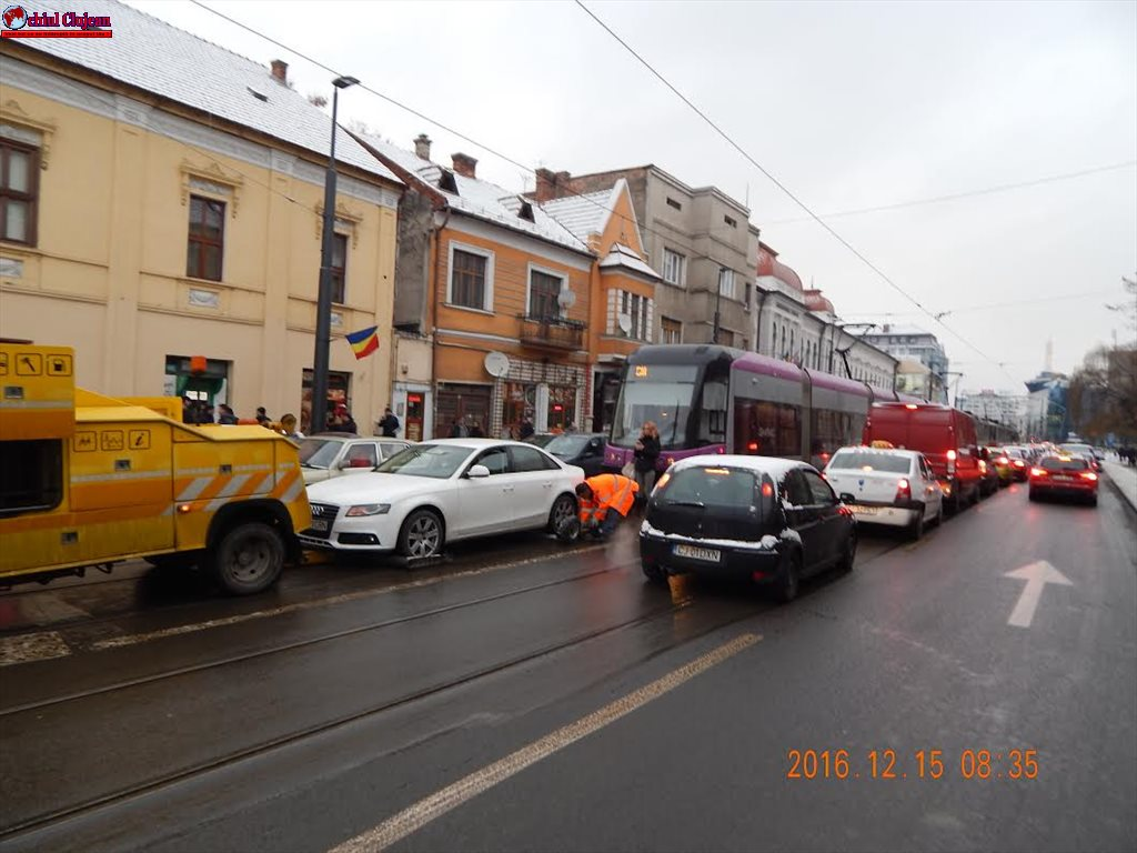 Circulația tramvaielor blocată pe Barițiu FOTO