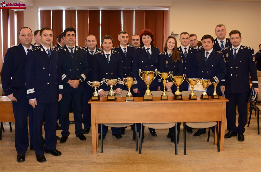 Cei mai merituoşi poliţişti şi cele mai eficiente structuri din cadrul Inspectoratului de Poliţie Judeţean Cluj în anul 2016- festivitatea de premiere FOTO-VIDEO