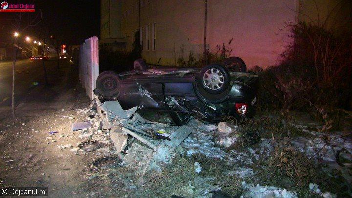 Accident pe strada 1 Mai din Dej. Șoferul a scăpat ca prin minune FOTO