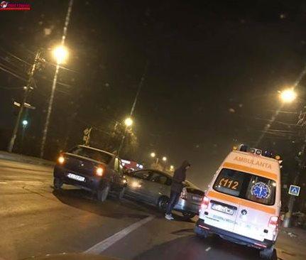 Coliziune între două autoturisme pe strada Aurel Vlaicu FOTO