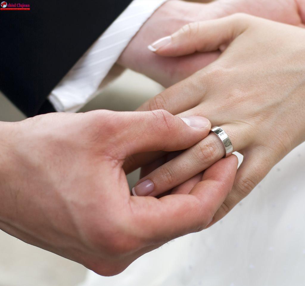 Peste 800 de tineri și-au programat deja online data căsătoriei civile