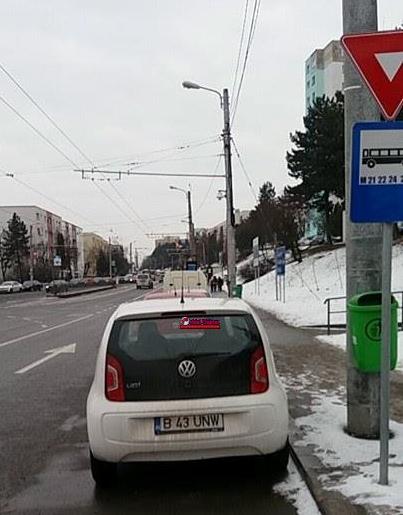 """Parcări ilegale în Mănăștur! """"Am sunat la serviciul ridicări dar nimeni nu a făcut nimic"""" spune o clujeancă FOTO"""