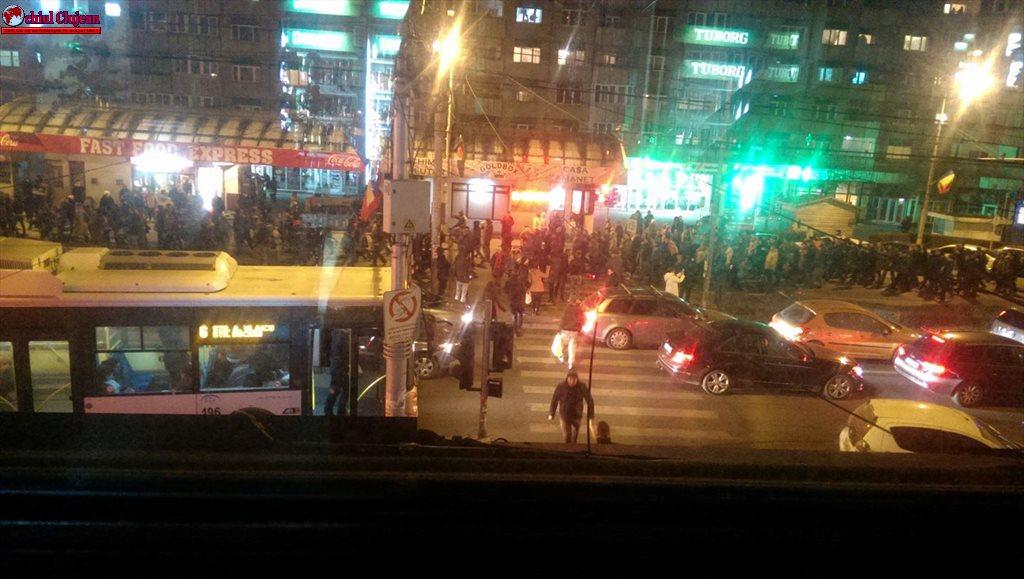 Peste 10.000 de clujeni au ieșit în stradă pentru a protesta împotriva legii grațierii FOTO