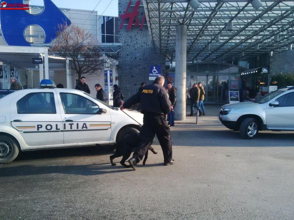 Cluj: Alertă cu bombă la VIVO, fostul Polus Center FOTO