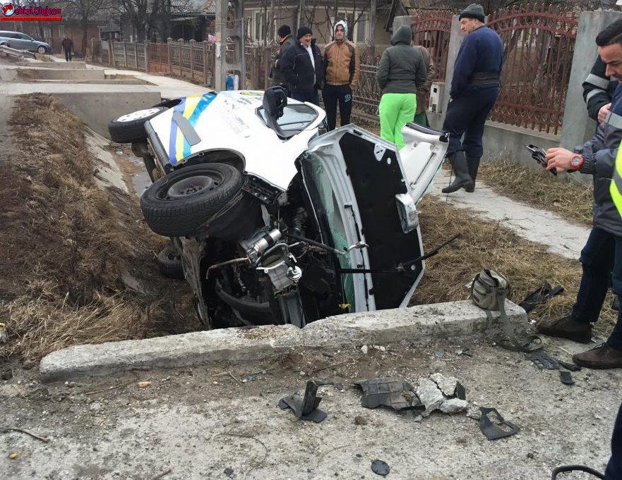 Accident în Urișor! A intrat cu mașina într-un cap de pod FOTO