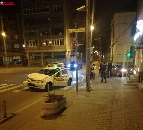 Accident în centrul Clujului! Doi taximteristi s-au ciocnit FOTO