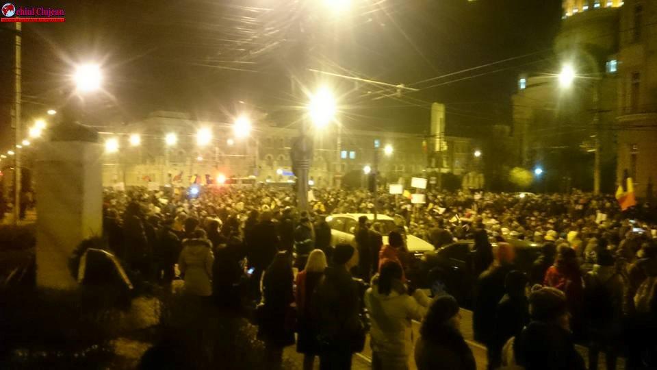 Peste 30.000 de clujeni au ieșit în stradă la protest FOTO