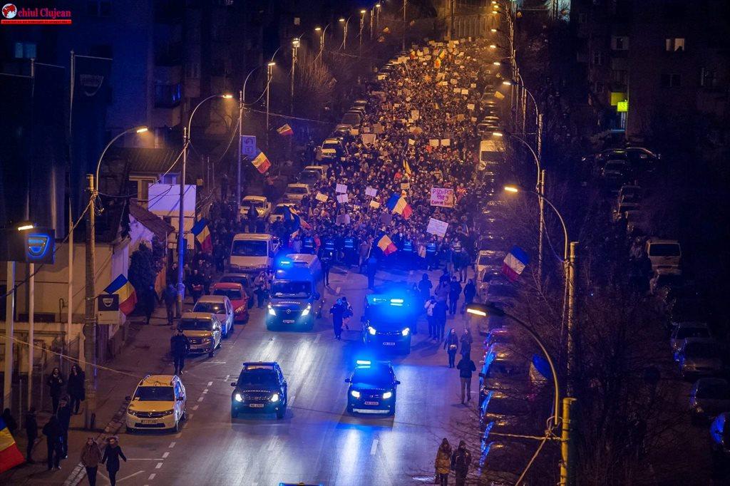 A opta zi de protest la Cluj-Napoca. Mii de oameni au ieșit în stradă FOTO