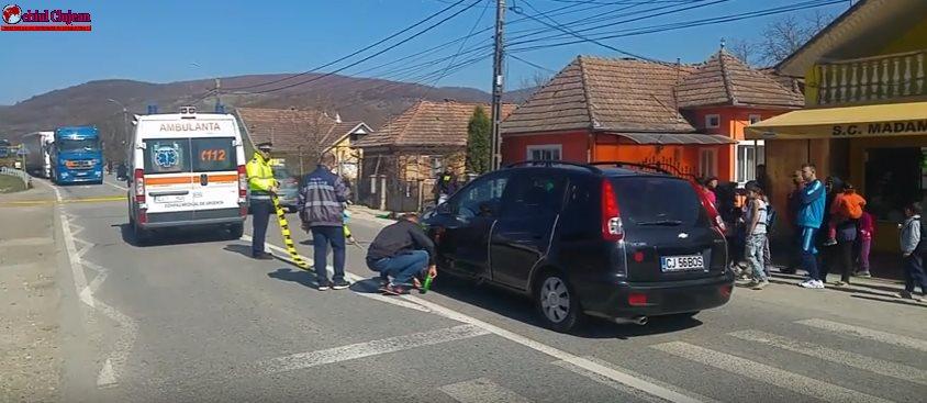 Accident MORTAL în Cășeiu! Pieton spulberat de un autoturism pe trecerea de pietoni VIDEO
