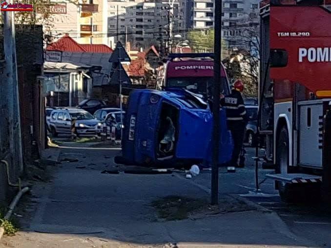 Accident pe varianta Zorilor -Mănăștur! Un autoturism s-a răsturnat FOTO