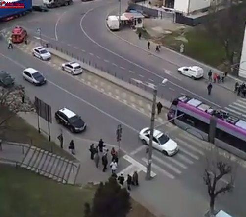 Pieton lovit de tramvai pe o trecere de pietoni din Mănăștur VIDEO