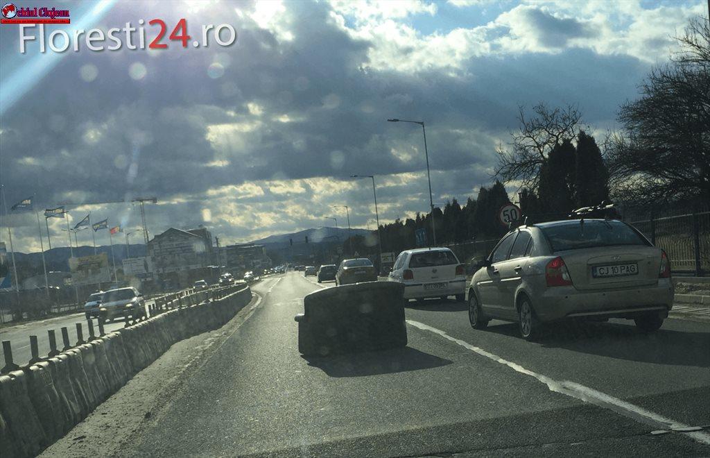 Traficul spre Florești a fost îngreunat din cauza unei canapele FOTO
