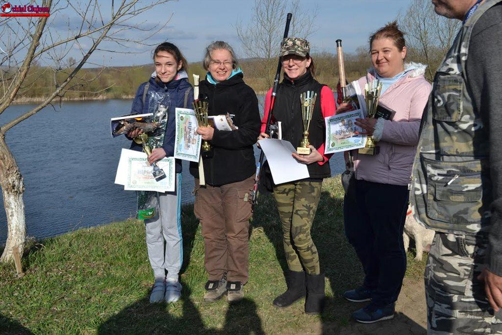 IJJ Cluj: Un concurs de pescuit cu parfum de trandafiri albi FOTO