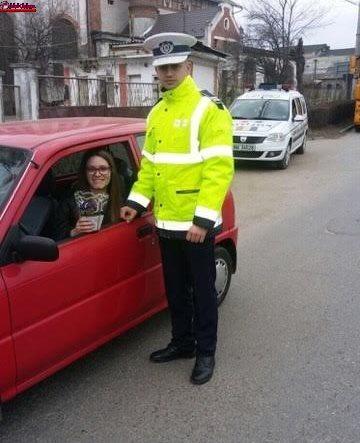 Cluj: În loc de amenzi, poliţiştii au împărţit flori şi mărţişoare, de 1 Martie FOTO-VIDEO