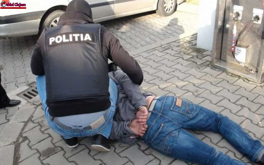 Angajat reținut de polițiști după ce a furat un telefon din Auchan Iris