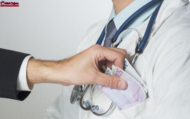 """""""Pacienți sub acoperire"""" în spitalele din România, pentru identificarea medicilor care cer mită"""