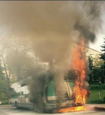 Incendiu în Gheorgheni! Un autobuz a luat foc VIDEO