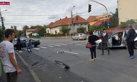 Accident cu trei mașini pe strada Giussepe Garibaldi FOTO