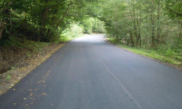 Cluj: Lucrări de asfaltare finalizate pe drumul judeţean Gura Râşca – Măguri Răcătău FOTO